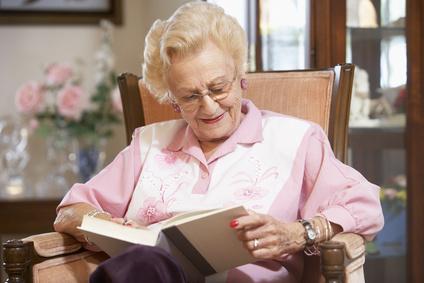 Señora Mayor leyendo