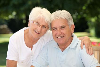pareja de personas mayores