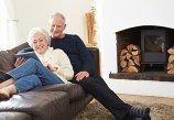 Pareja, prepararse para el frío invierno las personas mayores, blog Grupo retiro