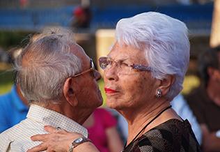 Vivir en pareja entre las personas mayores, blog Grupo retiro